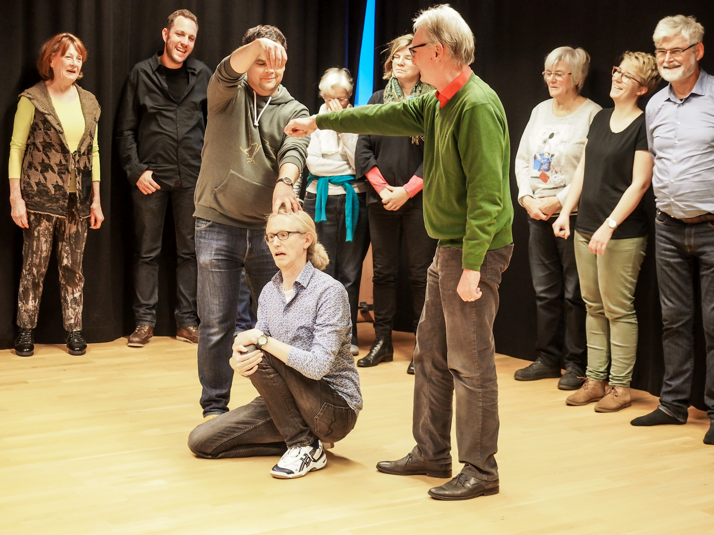 Theaterkoffer 2019/20 ist gepackt! Lesen Sie das ganze Programm mit Bühnenkampf, Rollenarbeit, Statusspiel, Maske, Clown und Forumtheater …